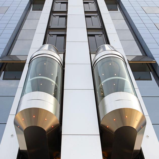 Ascenseurs panoramiques dans gaines ouvertes